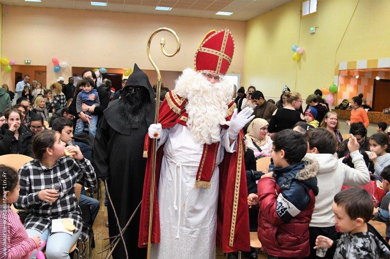 L'évêque de Myre accueilli par une centaine d'enfants