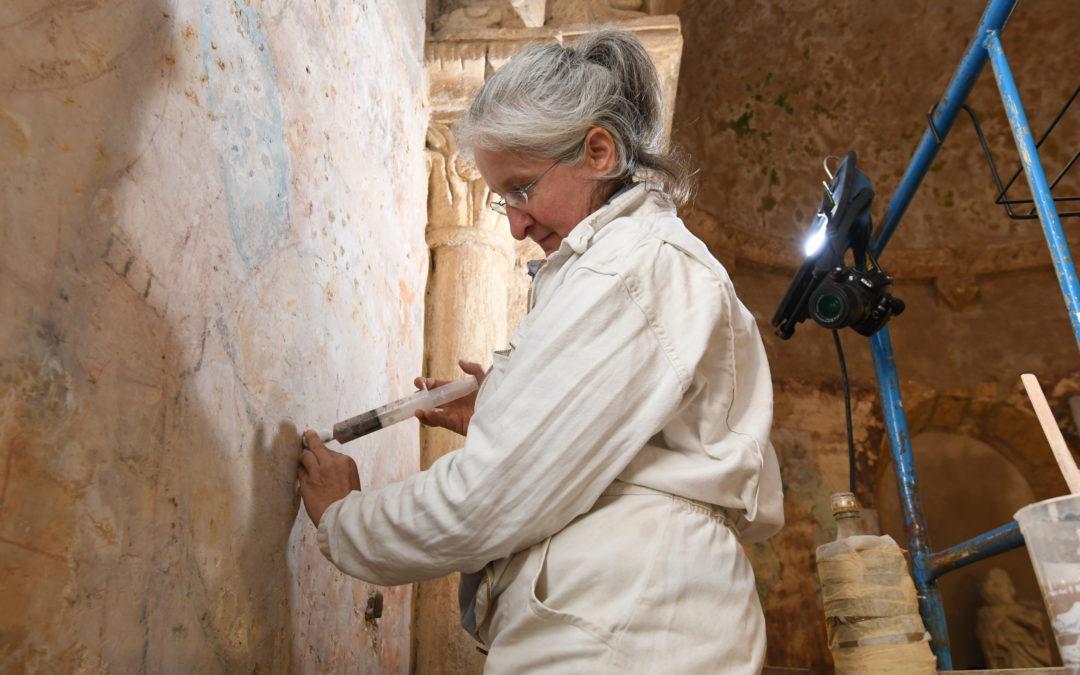 Début de restauration des fresques à l'église romane