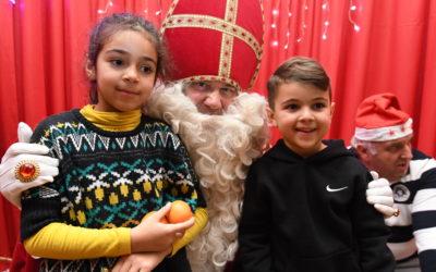 Près de 300 enfants à la rencontre de la légende de Saint-Nicolas.
