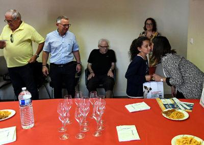 Madame Gemelli remet les prix aux côtés de M. Serge De Carli et M. Danloy