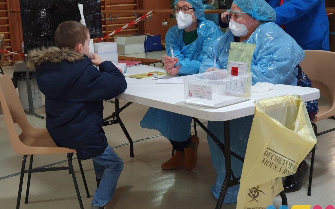 Tests salivaires à l'école Jules Ferry